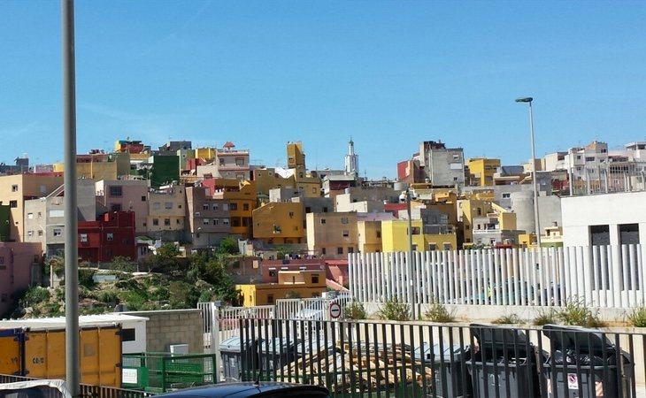 El trazado urbano del barrio de El Príncipe de Ceuta ha provocado una frontera que diferencia y estigmatiza a sus habitantes, de mayoría musulmana | CC: Xemendura