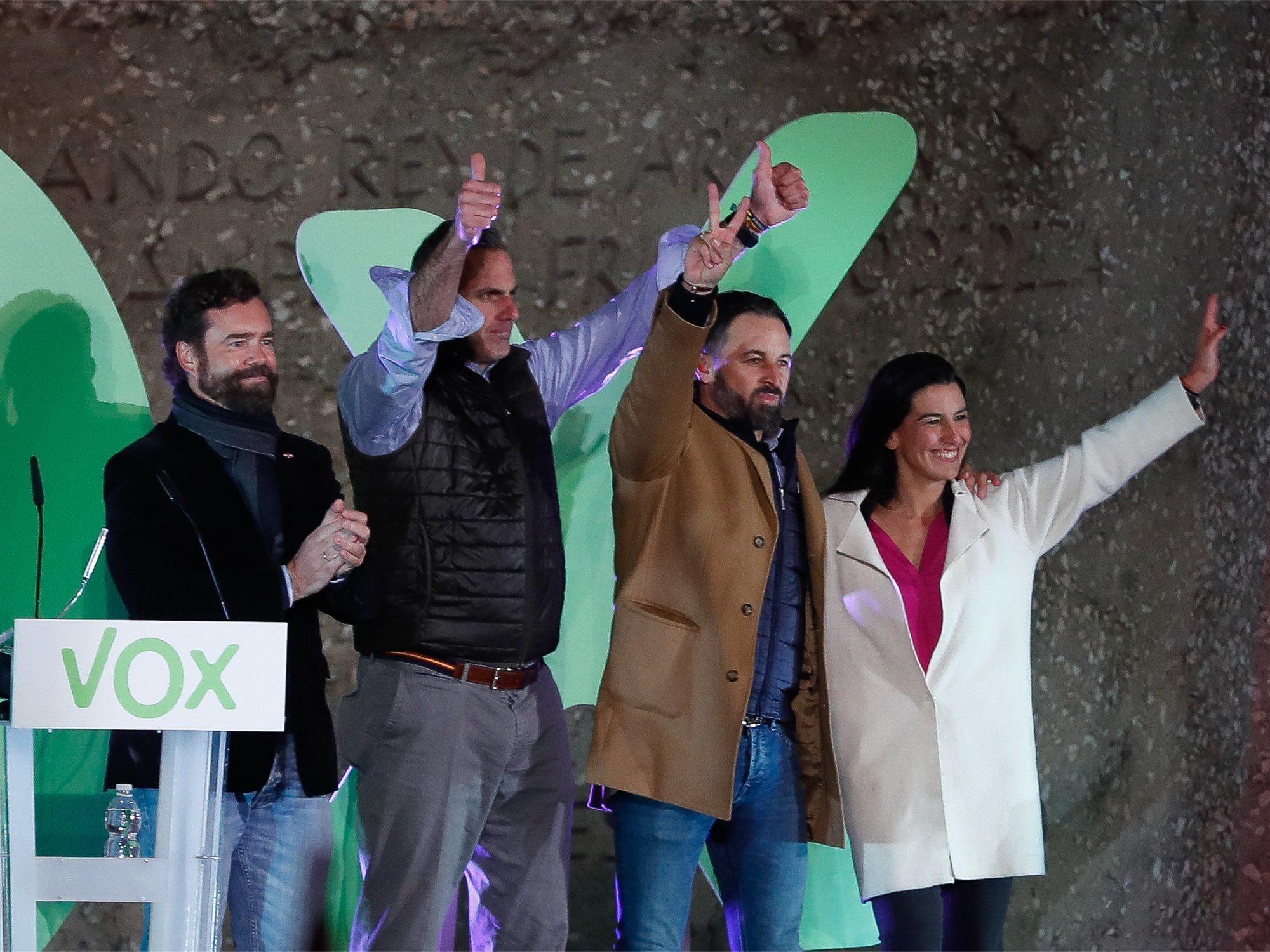 La Junta Electoral advierte a VOX de que no puede vetar a periodistas y sus líderes se van a misa