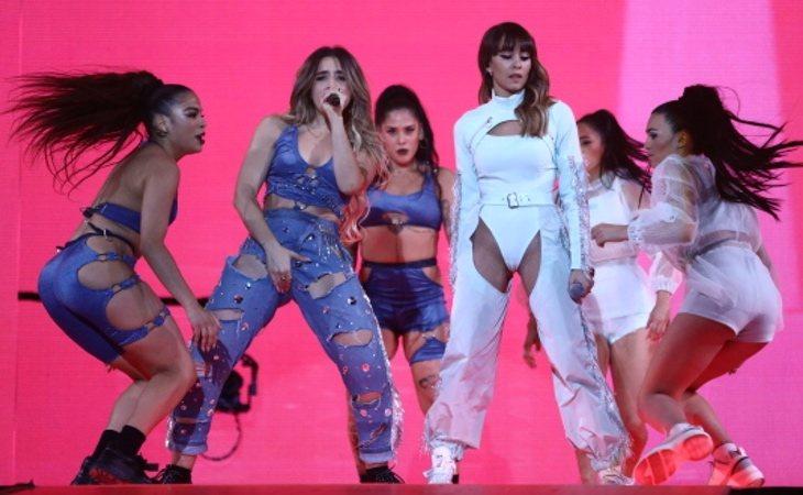 Lola Índigo y Aitana sobre el escenario de Los 40 Music Awards 2019