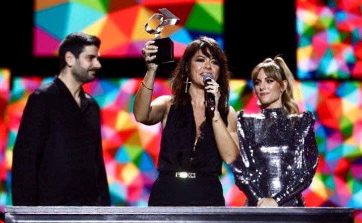 Vanesa Martín sobre el escenario de Los 40 Music Awards 2019