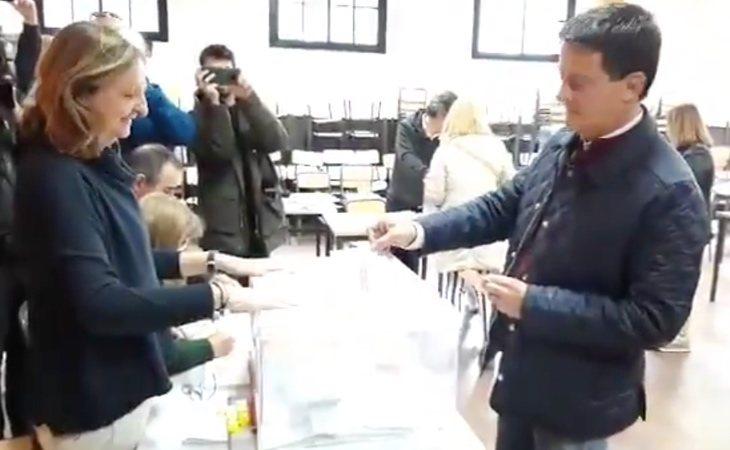 Manuel Valls, concejal del Ayuntamiento de Barcelona, ya ha votado