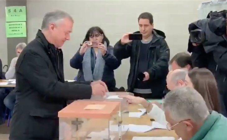 El lehendakari Íñigo Urkullu ha votado deseando que