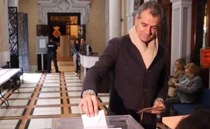 Toni Cantó (Ciudadanos) ha votado y ha pedido salir a las urnas para