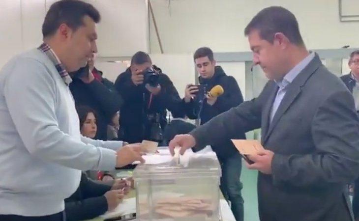Emilio García-Page (PSOE), presidente de Castilla-La Macha, ha animado a la ciudadanía a ir a votar porque no hacerlo, ha advertido,
