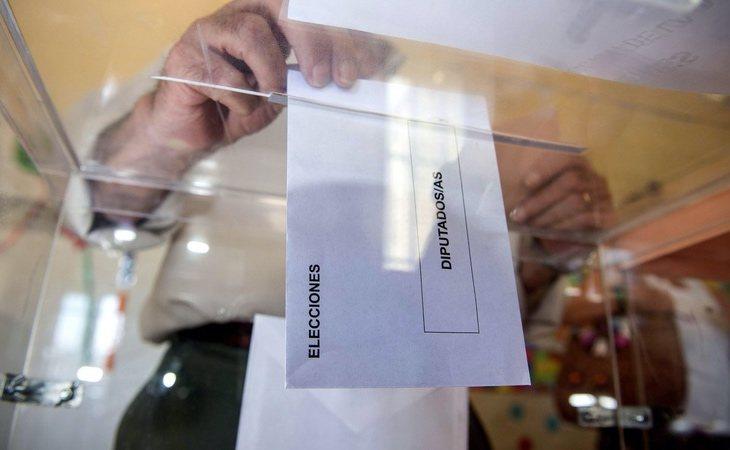 Una mujer ha fallecido por muerte natural en un colegio electoral de Granada cuando iba a ejercer su derecho al voto