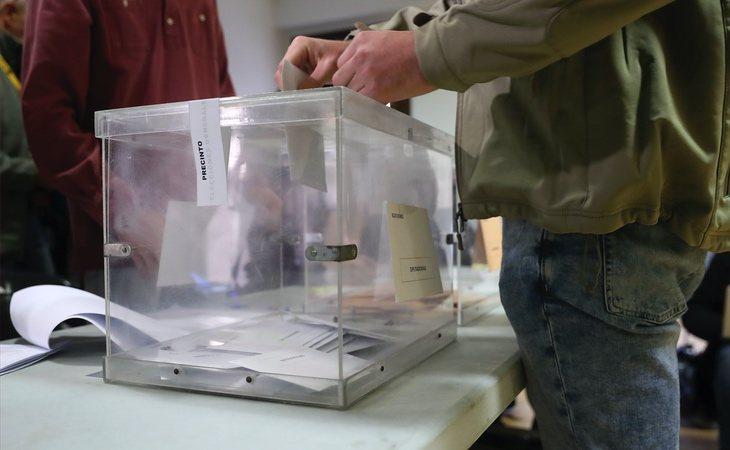 La participación a las 14:00h es del 37,93%, casi cuatro puntos por debajo de las elecciones de abril