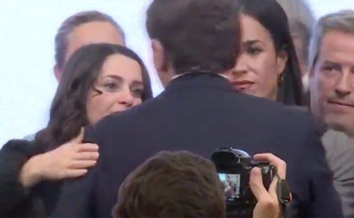Rivera, arropado por Inés Arrimadas y Begoña Villacís, visiblemente emocionadas en su despedida