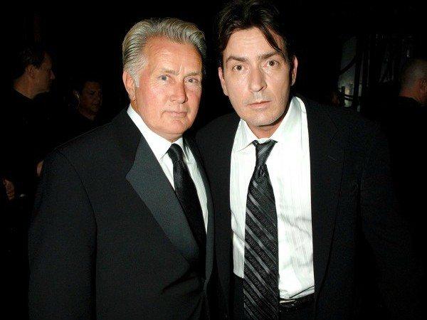 Martin Sheen (izq) junto a su hijo Charlie Sheen