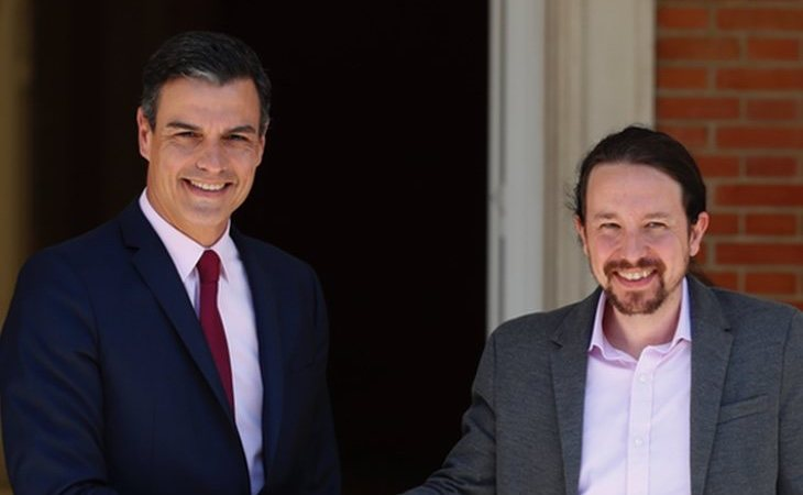 Iglesias y Sánchez aprueban un Gobierno de coalición