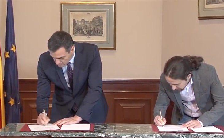 Iglesias y Sánchez firman el acuerdo de Gobierno