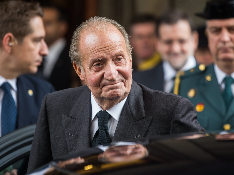 El rey Juan Carlos reaparece con una sospechosa marca en la cabeza