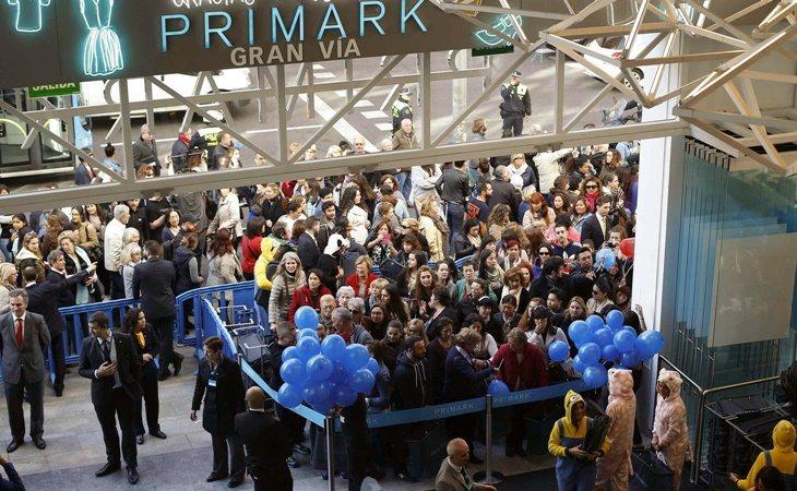 Colas en la inauguración del Primark en Gran Vía, Madrid