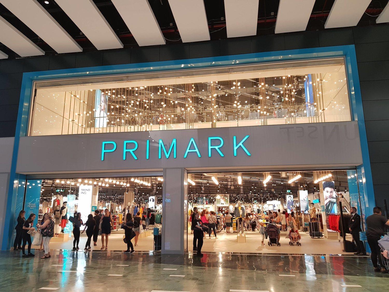 Trabajar en Primark: así son las condiciones y salarios de sus dependientes y cajeros