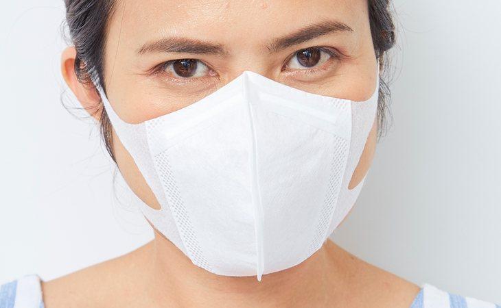 Hay empresas en Japón que prefieren que sus trabajadoras no lleven mascarillas, a pesar del peligro para la salud