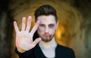 Brutal agresión en Granada por defender a una pareja gay a la que estaban acosando