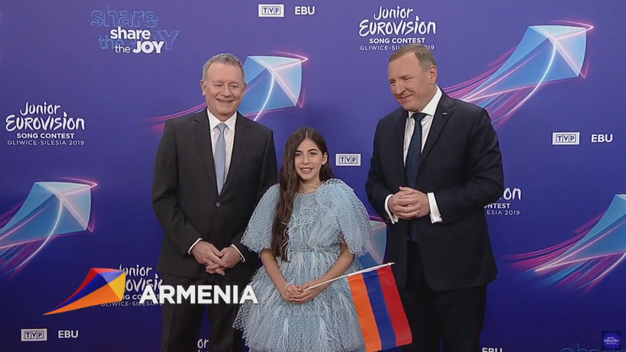 Karina Ignatyan representa a Armenia con 'Colours of Your Dream', un tema muy movido con aires étnicos y modernos.