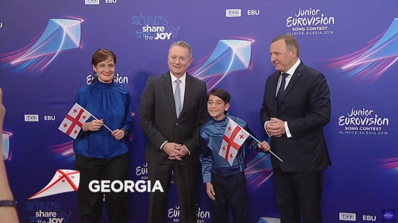 Giorgi Rostiashvili se viste de azul para la ceremonia de apertura. Fue elegido por los telespectadores de 'Ranina' para representar a Georgia en ...