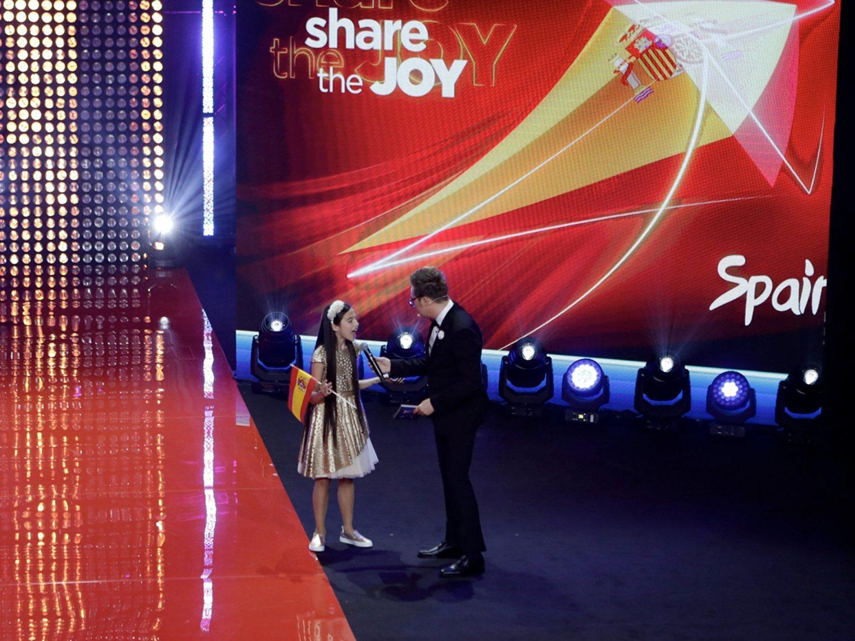 Una brillante Melani despunta con su inglés en la ceremonia de apertura de Eurovisión Junior 2019