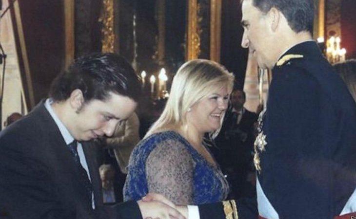 El 'Pequeño Nicolás' consiguió acudir a la proclamación de Felipe VI com rey | Fuente: Facebook