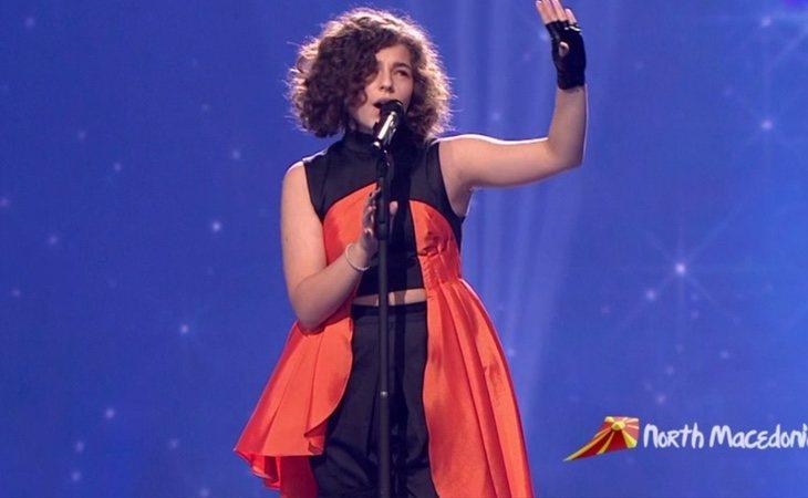 Sale al escenario Mila Moskov, representante de Macedonia del Norte y su tema 'Fire'