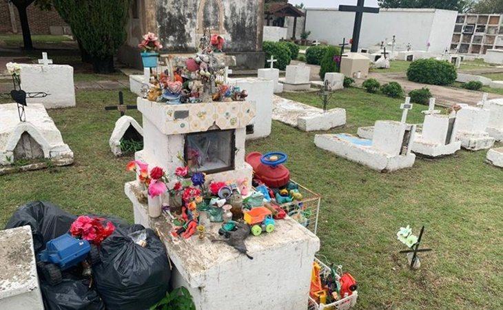 La tumba del pequeño