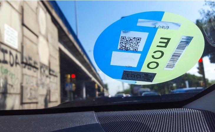 Solo los residentes o coches con etiqueta pueden acceder al área restringida