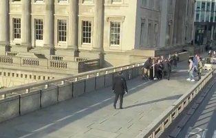 Varios heridos en un atentado con un cuchillo en el Puente de Londres: la Policía ha abatido a un atacante