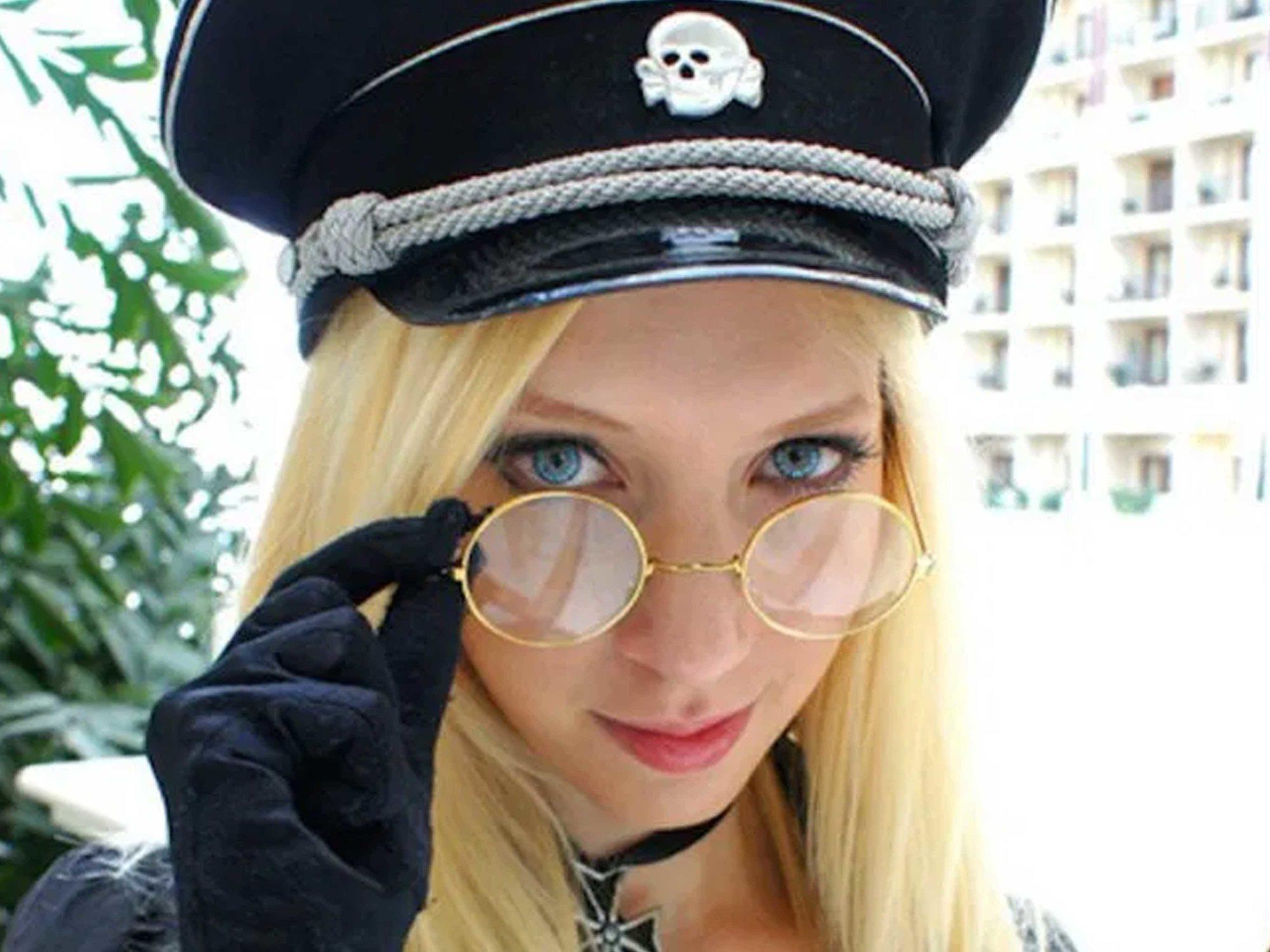 Detienen a 'Miss Hitler 2019', una radical de ultraderecha, por crear un partido nazi