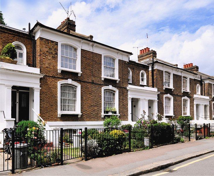La persona seleccionada gozará de todas las comodidades y facilidades del domicilio londinense donde desempeñe las labores descritas en la vacante