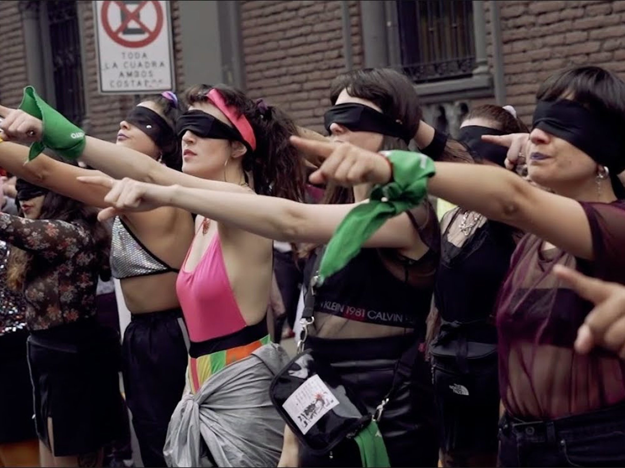 """""""Un violador en tu camino"""": El himno feminista que está dando la vuelta al mundo"""