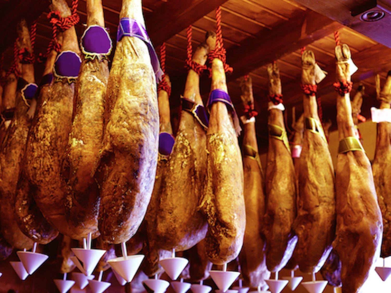 Según la OCU, el mejor jamón 100% ibérico de bellota en lonchas cuesta menos de 20 euros