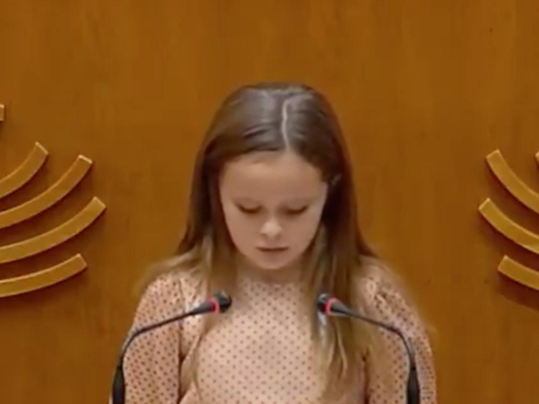 El emotivo discurso de Elsa, una niña trans de 8 años, dando una lección a los políticos en Extremadura