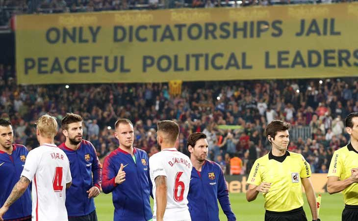 Pancarta independentista en el Camp Nou