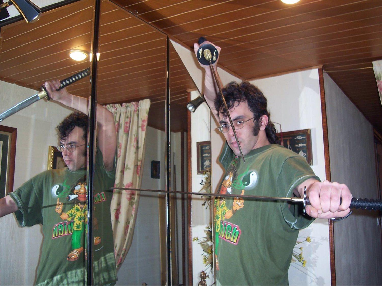 Detenido un simpatizante de VOX por almacenar un arsenal de armas y explosivos en su casa