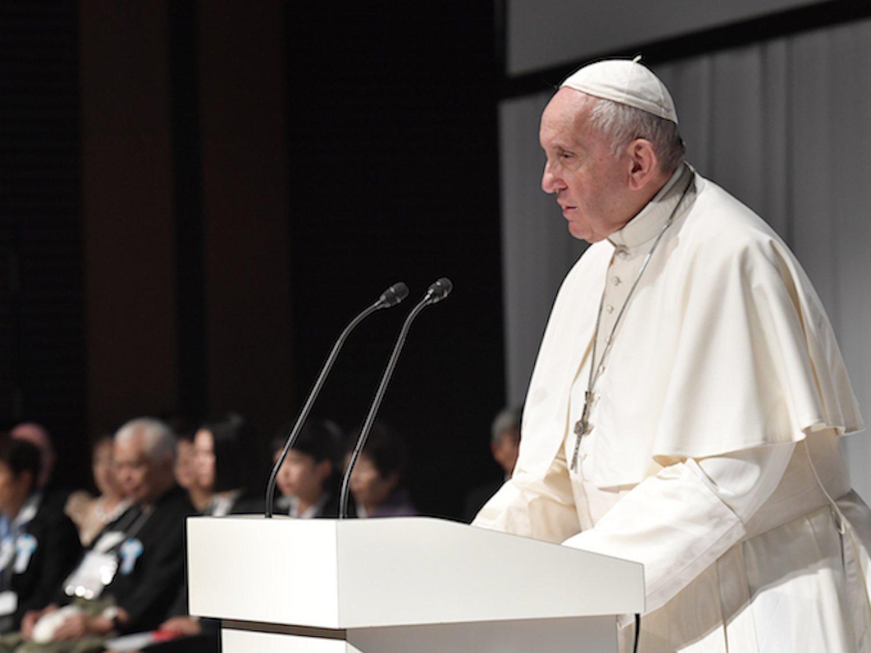 VOX estalla contra el Papa después de que el diario del Vaticano diga que son ultraderecha