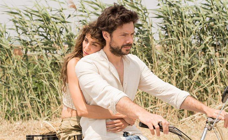 Irene Arcos y Álvaro Morte en 'El embarcadero'