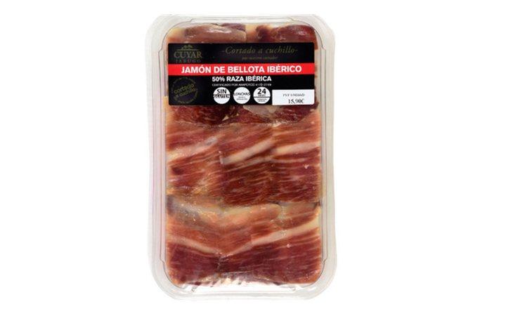 El jamón de Cuyar, envasado al vació y cortado a cuchillo, ha sido valorado como el mejor del mercado