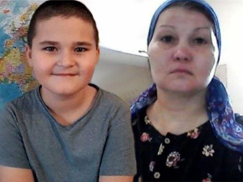 Detenida por sujetar a su hijo para que un grupo de fanáticos lo asesinara a golpes
