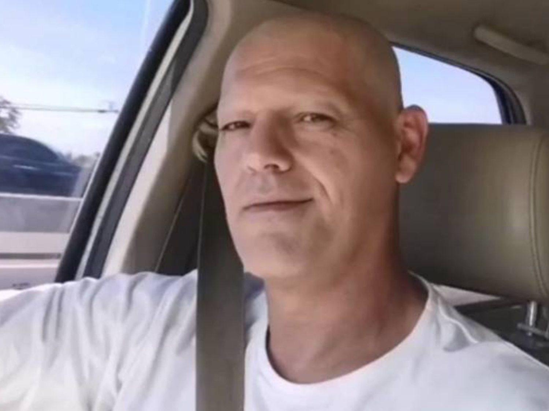 Frank Cuesta, sin pelo, da a entender que vuelve a tener cáncer