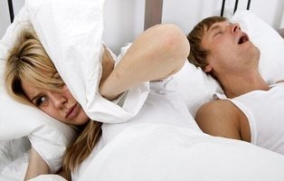 Los alimentos que te ayudarán a roncar menos