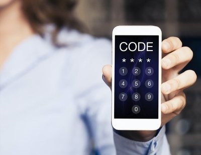 La razón por la que Policía y Guardia Civil piden que marquemos el código *#06# en nuestros móviles