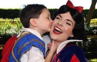 Un niño autista desarrolla sus habilidades sociales gracias a las princesas Disney
