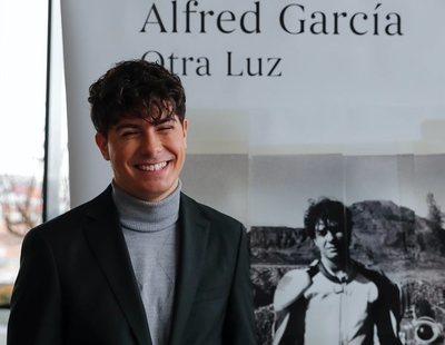 El libro de poemas de Alfred García desata las mofas: ¿Están justificadas?