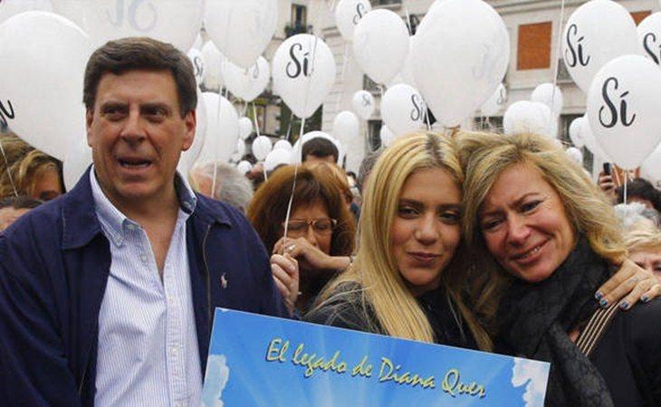 El matrimonio con Valeria Quer en una concentración en memoria de Diana