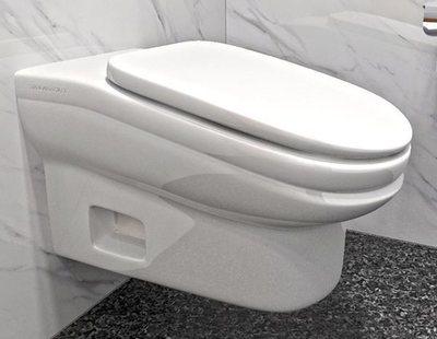 Crean un retrete que provoca dolores de espalda para que los empleados vayan menos al WC