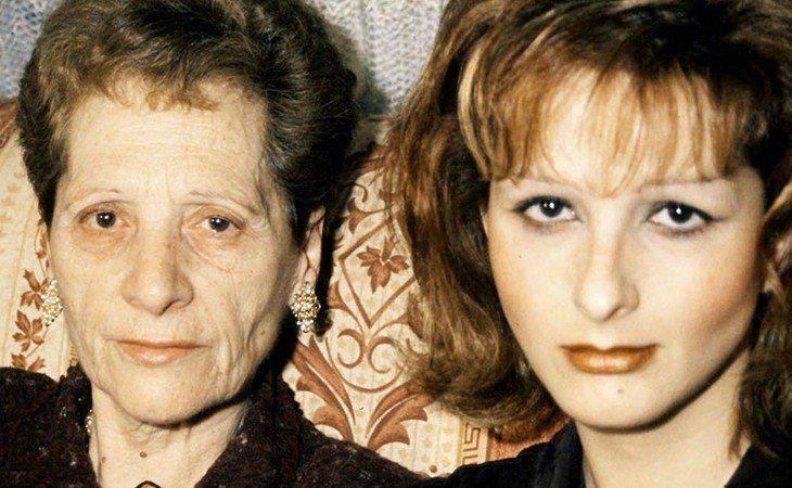 Margarita Seisdedos (izq) junto con su hija Yurena