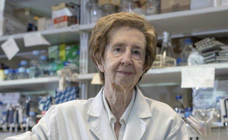 Margarita Salas en su laboratorio