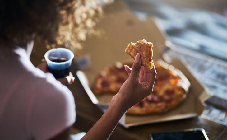 Más de un 37% de los encuestados aseguran haber comido carne cuando están borrachos o vuelven a casa de haber estado de fiesta con sus amigos