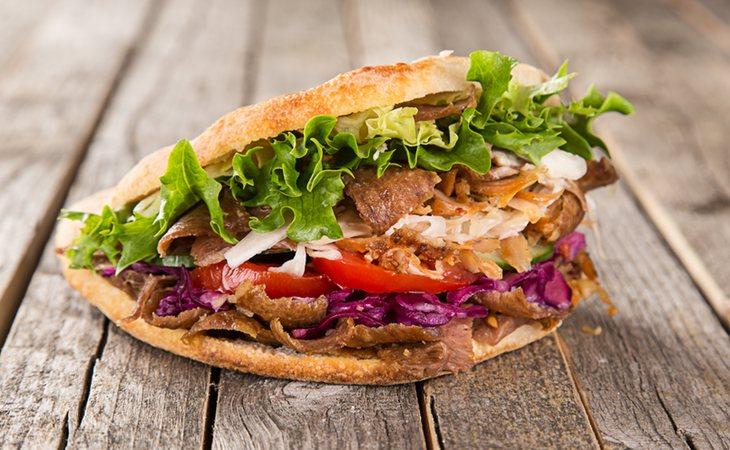 La carne de kebab es la preferida de aquellos vegetarianos que sucumben a la carne tras una borrachera