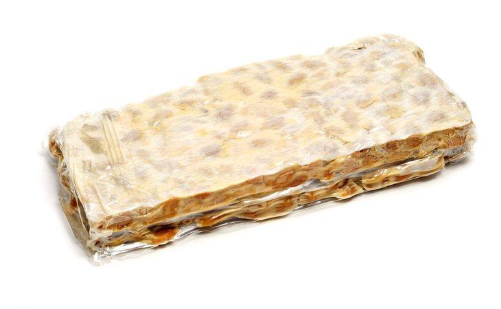 Tableta de turrón duro o de Alicante, producto típico de la gastronomía navideña española